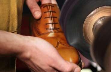 Lakuotų batų priežiūra